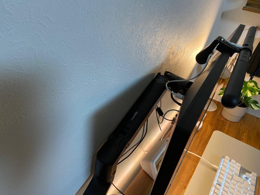 モニターアーム注意点:壁沿いにデスクを設置できない